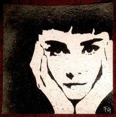 Tribute to Audrey Hepburn -  Sabrina -  30x30cm -  Soggetto realizzato con stencil fatto a mano e intaglio, colori acrilici spray, strass di resina su sughero. -  Subject made with handmade stencil with spray acrylic colours, carving, resin strass on cork. -  Per informazioni e prezzi: manualedelrisveglio@gmail.com