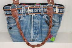 Reciclando mezclilla y partes de bolsas Jean Crafts, Denim Crafts, All Jeans, Love Jeans, Jeans Refashion, Jean Purses, Couture Handbags, Denim Handbags, Denim Ideas