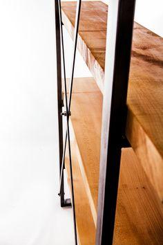 Pantalla industrial estantería de sicómoro por PaulFramptonDesign