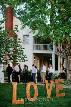 Modern Elegant Cedarwood Wedding with Vintage Charm | Cedarwood Weddings