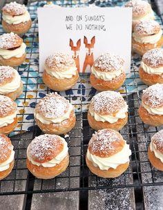 MINI LASKIAISPULLAT - Kaakao kermavaahdolla Doughnut, Hamburger, Bread, Baking, Mini, Desserts, Food, Tailgate Desserts, Deserts