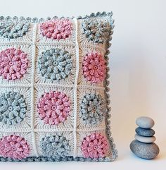 Dada's place: More crochet pillows. Here you will find information about this pillow and the link on how to make this granny square.