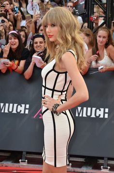 Is Taylor Swift's Big New Butt Real Or Fake?