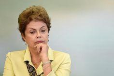 Dilma Rousseff faz reunião de emergência após delação do dono da UTC EVAO RISTO SA/AFP O Palácio da Alvorada tem que ter muitos banheiros. E papel higiênico.