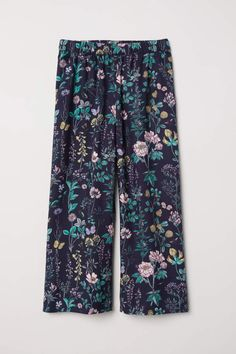 Loose-fitting pull-on pants in woven viscose fabric. Covered elastication at waist side pockets and dropped gusset. Viscose Fabric, Kids Fashion, Womens Fashion, H&m Online, Pull On Pants, Fashion Online, Dark Blue, Pajama Pants, Pattern