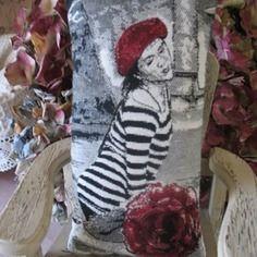 Gros sachet de lavande femme au béret rouge