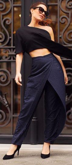 Frassy Navy Pinstripe Drape Trousers Fall Inspo Hot hot so hot👌🏽 Moda Fashion, Fashion Pants, Hijab Fashion, Fashion Outfits, Womens Fashion, Mode Hijab, Mode Vintage, Western Outfits, Indian Designer Wear