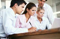 Colaboración Orientador - Asesores: Para un buen funcionamiento del centro tenemos a un orientador que colabora con el equipo de asesores que trabajan en conjunto para compartir opiniones en cuanto a la prevención de problemas y para su solución.