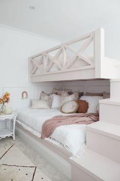 Twin Girl Bedrooms, Bunk Beds For Girls Room, Bunk Bed Rooms, Cool Kids Bedrooms, Kids Bedroom Designs, Room Design Bedroom, Room Ideas Bedroom, Modern Bedroom, Bedroom Decor