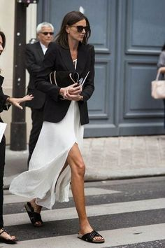 Slip Dresses to add to your Closet - FROM LUXE WITH LOVE - - Slip Dress / Street style fashion / fashion week Source by yesinesstore Street Style Outfits, Looks Street Style, Casual Street Style, Mode Outfits, Street Style Women, Casual Chic, Fashion Outfits, Dress Fashion, Fashion Week