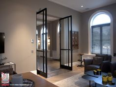 Voor een project in Amsterdam mochten wij een stijlvolle woning voorzien van maar liefst zes stuks van onze stalen taatsdeuren. Bekijk hier het resultaat.