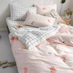 Wake up in a dreamy feeling with a Comfortable Bedding Set. Get a duvet cover, sheet, and pillow case in a Stripe and Sweet Peach themed design. Peach Bedding, Pink Comforter, Cute Bedding, Duvet Bedding Sets, Cute Pillows, Cute Girls Bedrooms, Cute Bedroom Ideas, Duvet Cover Sizes, Bed Duvet Covers