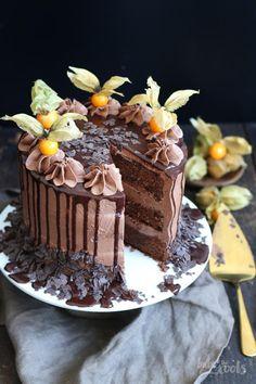 Brownie Chocolate Drip Cake