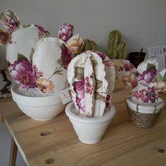 Voglia di primavera #cactus #fiori#moveadesign #design #tessuto#succulent #piantegrasse #flowerdesign #flowers#homdecor #arredamentodesign #arredocasa #palefico #movea #love#style#fioristi#primavera#madeinitaly #art# facebook #personalizzabili #shabbyhome #shabbychic #provenzale #romantic #handmade # Felt Crafts, Fabric Crafts, Sewing Crafts, Diy And Crafts, Arts And Crafts, Felt Flowers, Fabric Flowers, Paper Flowers, Cactus Craft