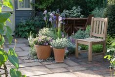 32 Beautiful Courtyard Gardens , Courtyard gardens could possibly be small, but they are sometimes beautiful spaces in which to unwind and grow plants. Butterfly courtyard gardens are. Small Backyard Patio, Backyard Patio Designs, Backyard Landscaping, Italian Courtyard, Italian Garden, French Courtyard, Small Gardens, Outdoor Gardens, Courtyard Gardens