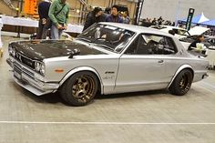 n2d033_Nissan Skyline KGC10 RS Start