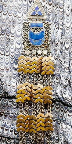 The bold pendant necklace: long, swingy and graphic | www.toryburch.com/runway