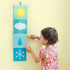 Weather / Homemade chart is Montessori Fun for Little Ones Weather Crafts, Weather Activities, Kindergarten Activities, Preschool Activities, Preschool Weather Chart, Weather Experiments, Weather Science, Seasons Activities, Weather Data