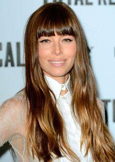 8 idées coiffure tendance: la longue frange droite de Jessica Biel