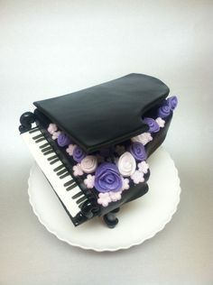Baby Grand Piano cake topper - by Karmarie @ CakesDecor.com - cake decorating website