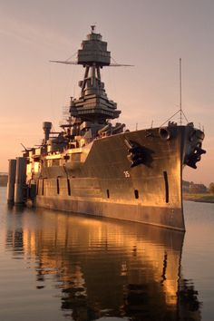 Battleship USS Texas, veteran of World Wars I & II, moored at San Jacinto Battlefield. taking Summer mummer there tomorrow and then dinner with my parents.^ Eric can't wait to sit in the turrets seat lol Naval History, Military History, Ww2 History, Military Girl, Uss Texas, Us Battleships, Us Navy Ships, United States Navy, Panzer