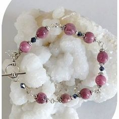 Claudine création bijoux fantaisie - Un grand marché Swarovski, Pearl Necklace, Creations, Beaded Bracelets, Boutique, Jewelry, Roses, Fashion, Chill Pill