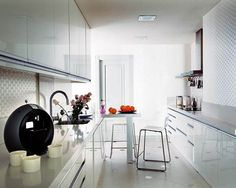 Rich Pure White Kitchen Ideas | Decozilla