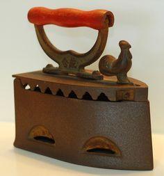 Gusseisen - my iron also - Haushaltswaren Antique Iron, Vintage Iron, Antique Items, Retro Vintage, Vintage Items, Vintage Tools, Vintage Laundry, Vintage Kitchen, Vintage Sewing