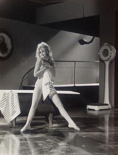 BB in Please, Not Now !, Roger Vadim, 1961. Uitstekende conditie. stempel van de fotograaf. Geweldige foto Argentique, het sublieme Brigitte Bardot in 1961. Afmetingen: 21 x 26 cm.