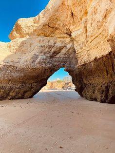 Olhares de Férias - As Rochas da Praia da Rocha VIAJAR é alargar os nossos horizontes - Vamos de Férias Places, Water, Blog, Travel, Outdoor, Beach Rocks, National Parks, Viajes, Traveling