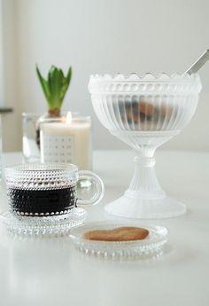 Guð hjálpi mér hvað mig langar í þessa bolla. Scandinavian Christmas, Scandinavian Interior, Dining Ware, Kitchenware, Tableware, Marimekko, Nordic Design, Teller, Glass Art