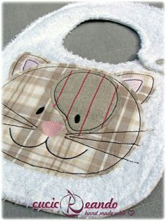 Cat and dog applique inspiration Sewing Appliques, Applique Patterns, Baby Patterns, Sewing Patterns, Fabric Crafts, Sewing Crafts, Sewing Projects, Sewing For Kids, Baby Sewing