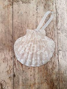 Vintage Lace Painted Shells, Seashell Crafts, Pebble Art, Case, Seashells, Vintage Lace, Decoupage, Upcycle, Hearts