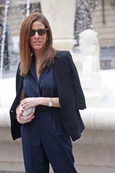 #outfit #look #fashion blogger #street style #jumsuit #blue jumsuit #rayban #blazer #black and blue #thvlooks #thehighville  https://thehighville.com/blog/blue-jumpsuit/