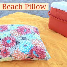 How to make a beach pillow diy pillows fun pillows for the beach home decor Diy Pillows And Blankets, Muslin Blankets, Linen Pillows, Knitted Blankets, Pillow Crafts, Pillow Inspiration, Beach Pillow, Beach Crafts, Pillow Forms