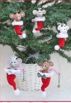 Crochet Pattern - The Little Christmas Mouse - Two Sizes, Crochet Christmas Decorations, Christmas Crochet Patterns, Crochet Ornaments, Holiday Crochet, Easy Christmas Crafts, Christmas Knitting, Crochet Patterns Amigurumi, Felt Christmas, Christmas Ornaments