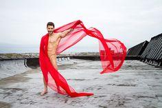 Jack Mackenroth in flowing red chiffon (?)   pic-mackenroth.jpg (599×399)