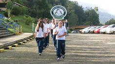 Estudiantes del colegio La Consolata de Manizales, durante el desfile de apertura de los juegos Copa The New School.
