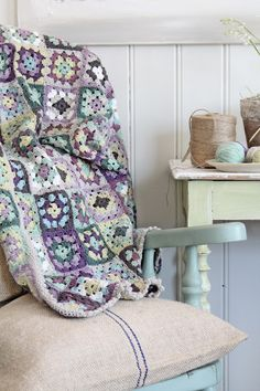"I thought I was done with afghans but this is gorgeous... love to see it in 'my' colours...  VIBEKE DESIGN: ""Grannyteppe"" av Vibeke Design!"