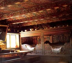 Can I just be in Norway already?Source: Living In Norway, Elisabeth HolteNordre Yli Farm in Heddal, Telemark, NorwayI& been sticking to this book like glue for the past year. Alcove Bed, Bed Nook, Home Interior, Interior And Exterior, Norwegian Rosemaling, Built In Bed, Built Ins, Decor Scandinavian, Swedish Decor