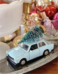 vintage-christmas-tree-on-car