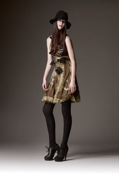 See the complete Burberry Pre-Fall 2009 collection.