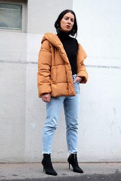 idée de look doudoune , mom fit et bottines chaussettes Bottines  Chaussettes, Cuir, Chaussure 742b6f43451