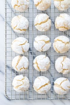 Soft Amaretti Cookie Recipe Soft amaretti (amaretti morbidi) cookies are a treat for almond lovers everywhere, with a chewy exterior and a soft, marzipan-like middle. Best Italian Cookie Recipe, Italian Almond Cookies, Almond Flour Cookies, Almond Flour Recipes, Gluten Free Cookie Recipes, Holiday Cookie Recipes, Chocolate Cookie Recipes, Cookie Desserts, Chocolate Cookies