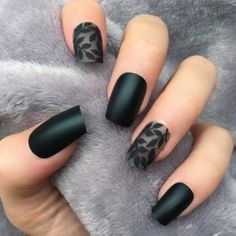 28 best black nail designs for radiant beauty – Nails Art Cute Black Nails, Black Nails With Glitter, Metallic Nails, Matte Nails, Glitter Nails, Acrylic Nails, Stiletto Nails, Black Nail Designs, Fall Nail Designs