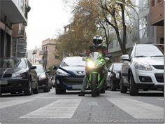 Cruce + Moto = Peligro   @PoluxCriville #ConduccionSegura