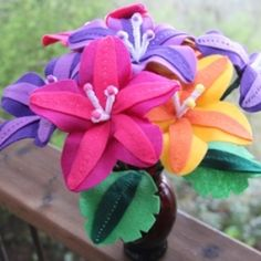 An easy tutorial to make tropical felt flowers - summer is coming!