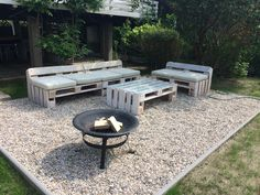 Pallet Sofa Set for Pebbled Outdoors - 20 Best Pallet Ideas to DIY Your Own Pallet Furniture - DIY & Crafts - June 15 2019 at Pallet Furniture Bench, Pine Bedroom Furniture, Pallet Dining Table, Diy Outdoor Table, Diy Pallet Sofa, Reclaimed Wood Furniture, Diy Pallet Projects, Outdoor Furniture Sets, Pallet Ideas