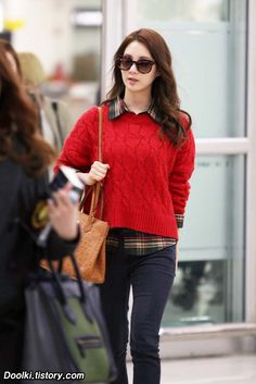 SNSD Lovely Seohyun Airport Fashion http://okpopgirls.rebzombie.com/wp-content/uploads/2012/11/SNSD-Seohyun-airport-fashion-nov-14-1.jpg