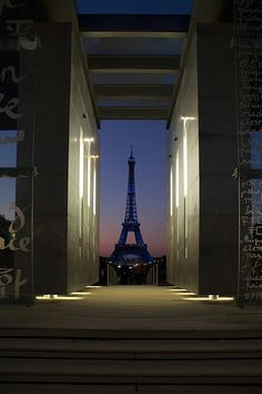 ...every time I think I've seen all the pictures of the Tower...here comes another new one!...<3